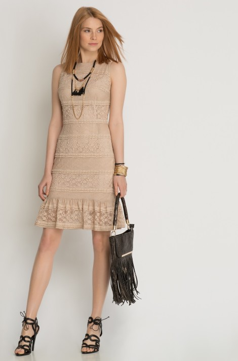 Pudrové šaty s volánky