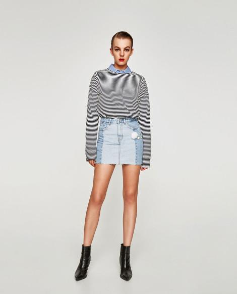 Džínová sukně s denimovou sukní a pruhovaným tričkem