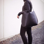 Dámská černá kožená taška přes rameno