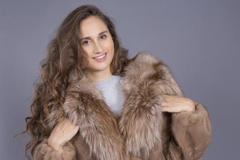 fur-coat-3420915_640