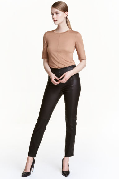 Přiléhavé kožené kalhoty