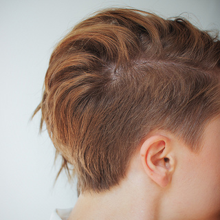 krátké_vlasy