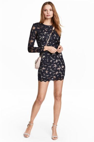 Tmavomodré krajkové šaty