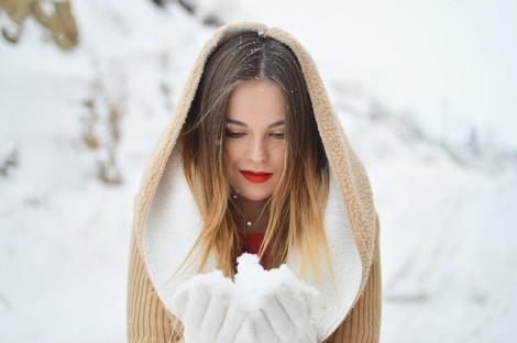 Šaty a sukně v zimě, co k nim nosit?