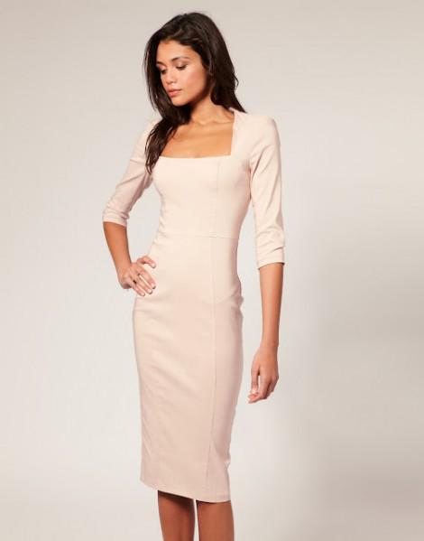 Pouzdrové šaty by měla vlastnit každá žena!