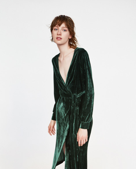 Smaragdové sametové šaty