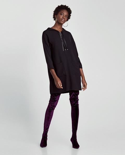 Maxi šaty skapucí hrají prim